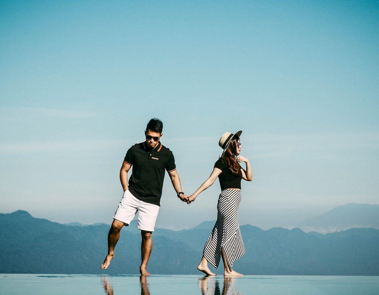 デート中、自分から手を繋ぐのはアリ?男心わかってるな〜と思わせるタイミング講座