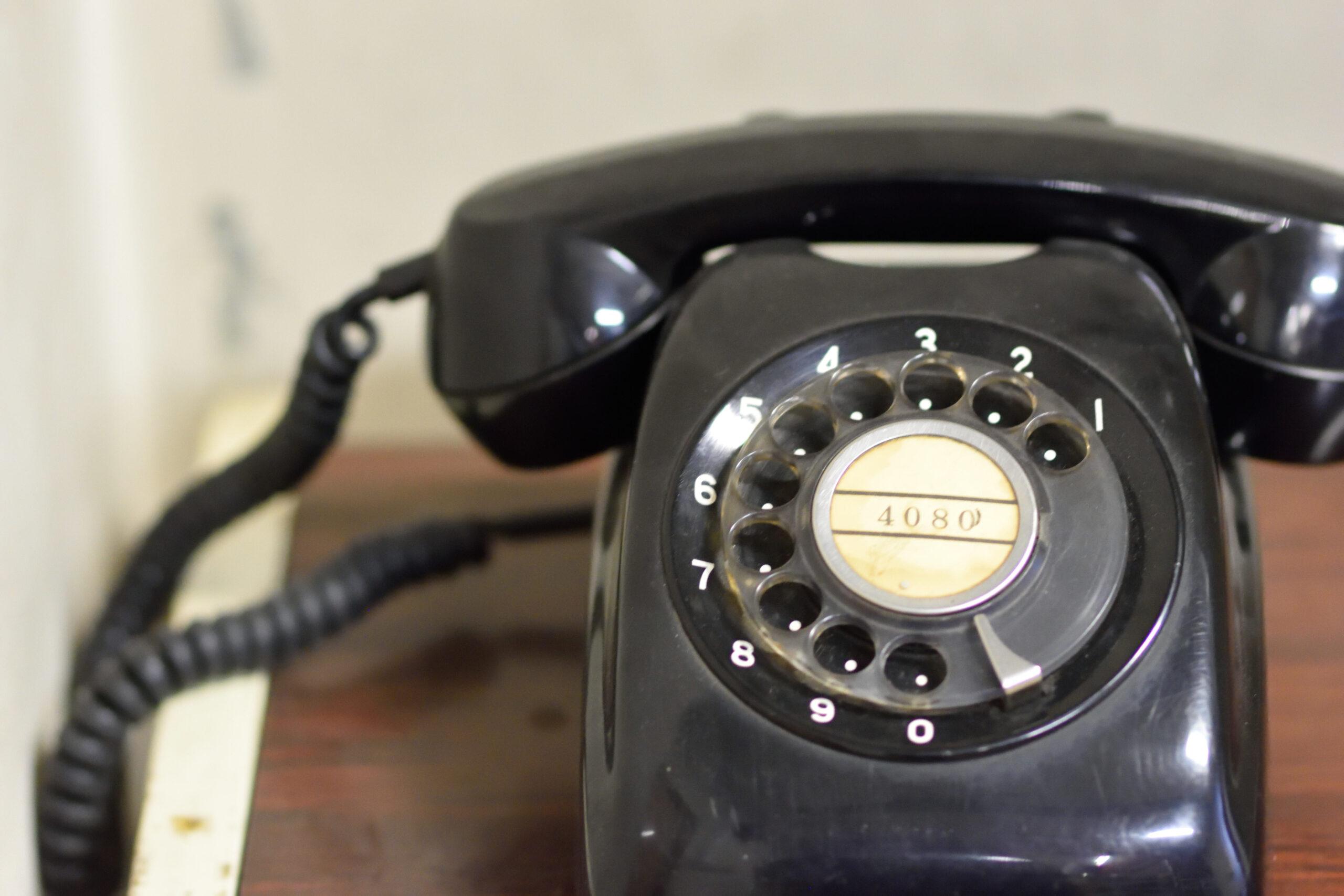 国民的アニメでよく見る黒電話