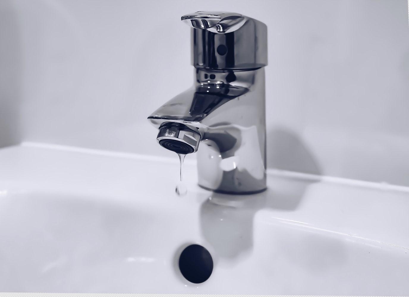 水膨れが破けた:水で洗い流した後に湿潤療法