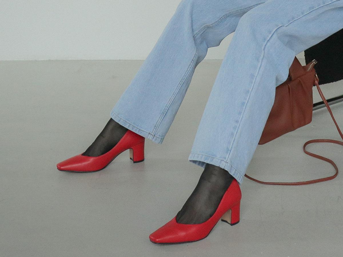 05|ストッキングや靴下を穿く