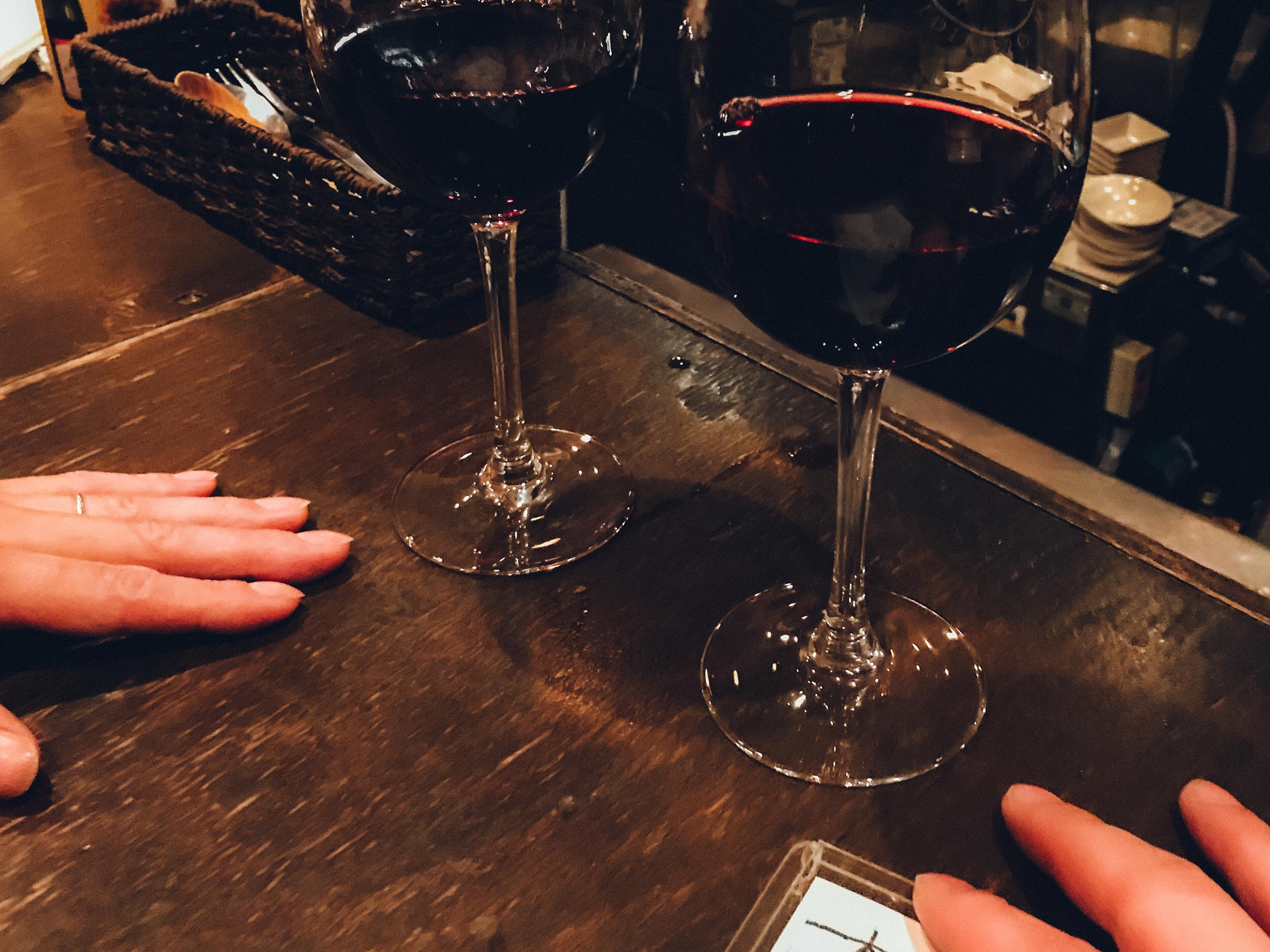 ワインを片手に食べ比べで大人なお家デート