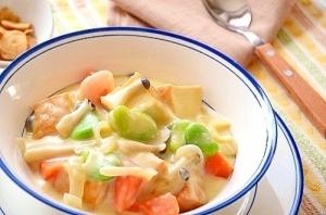 そら豆と厚揚げ豆腐の豆乳クリームシチュー