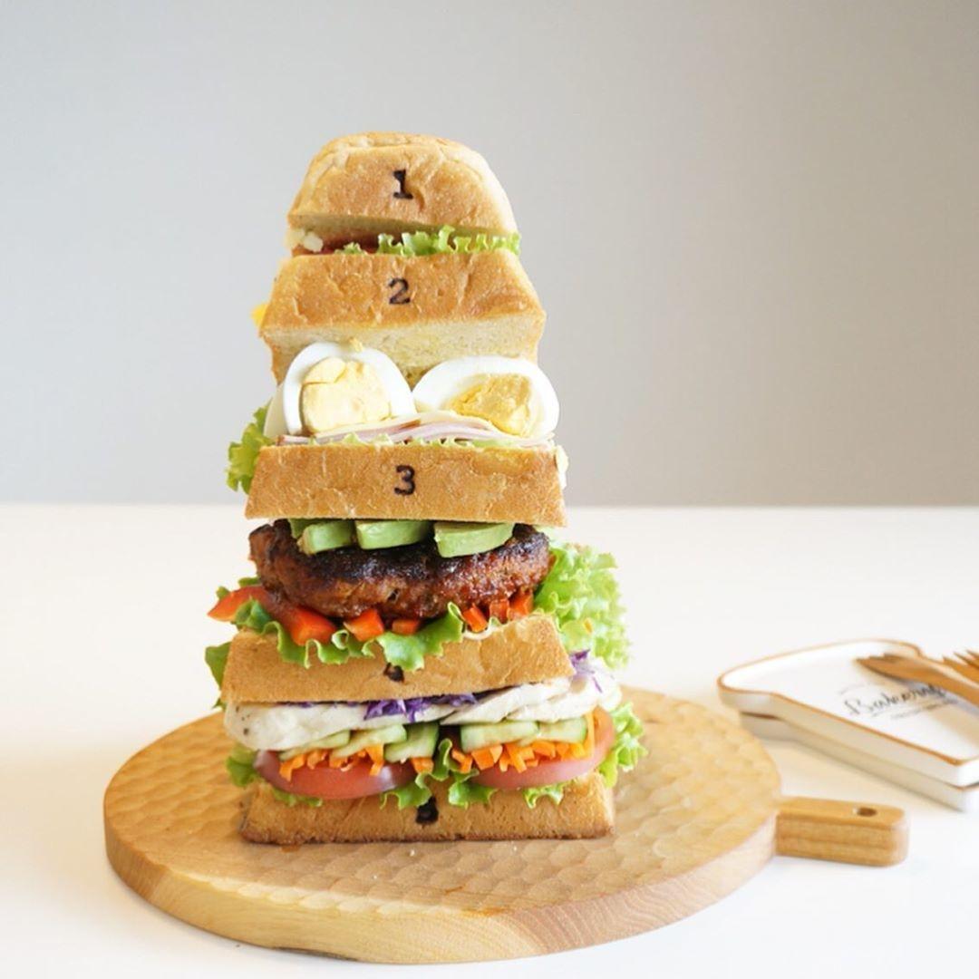 ボリューム満点のサンドイッチが完成