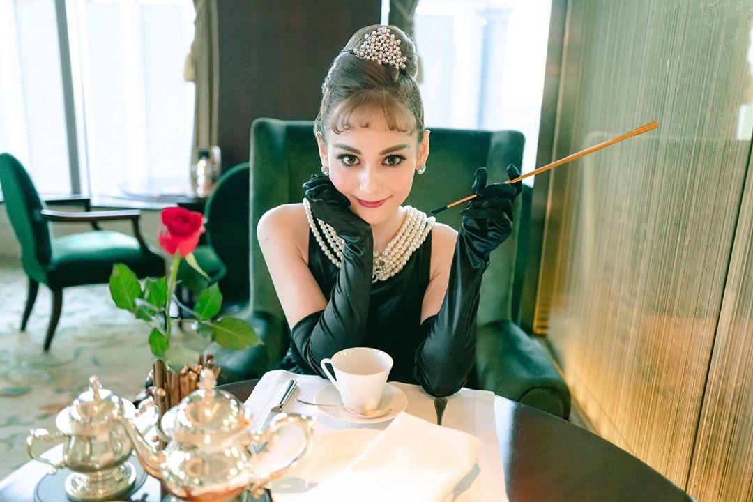 ブラックドレスとパールアクセで憧れの的に♡