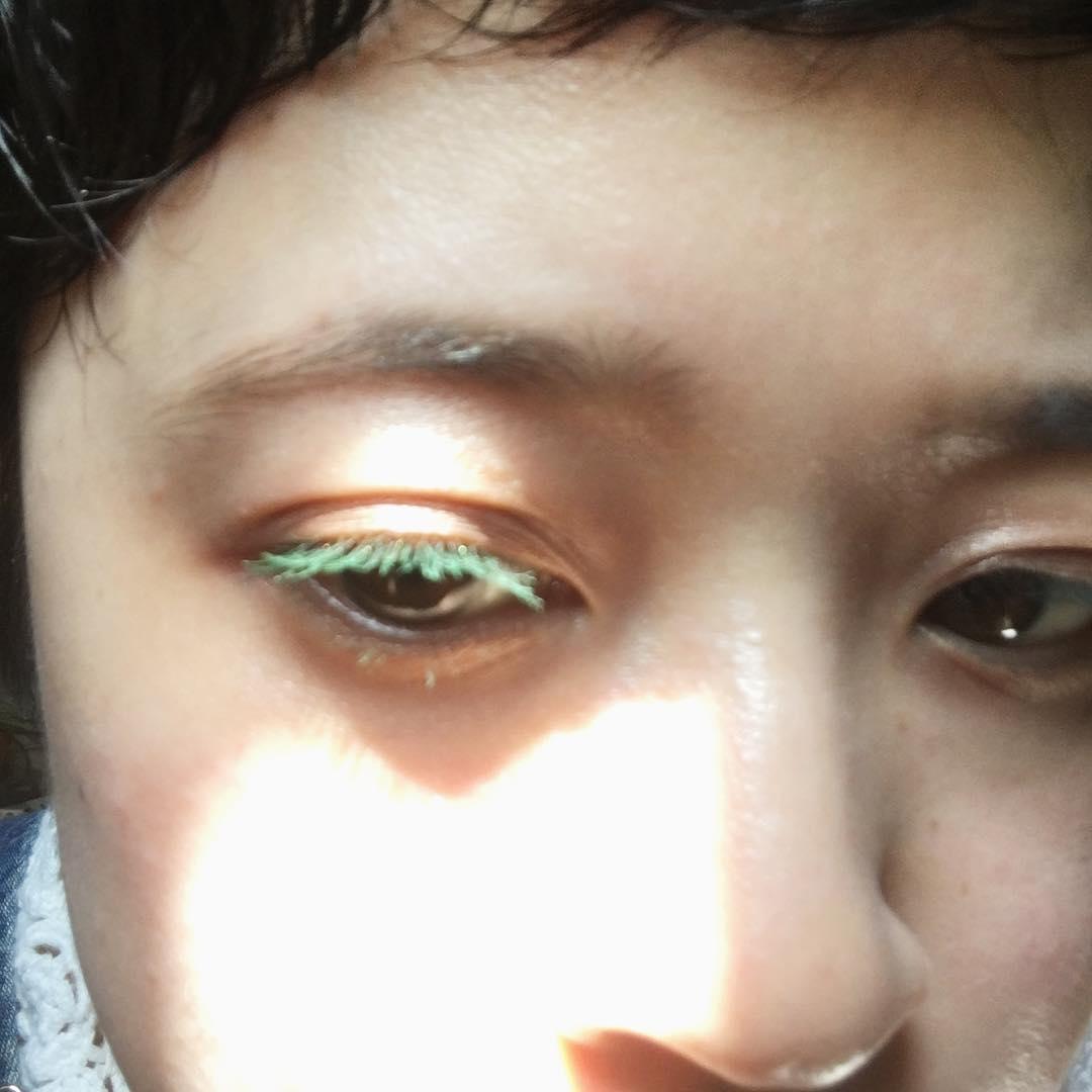 グリーンのまつ毛で透明感を