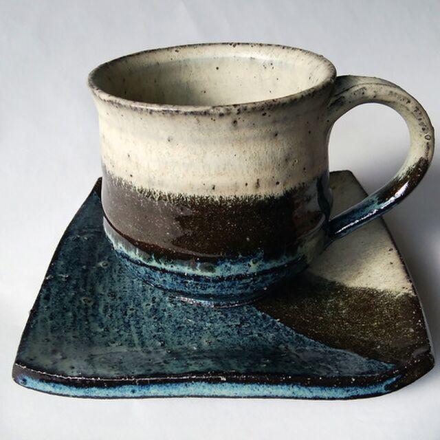 青いモダンなコーヒーカップ