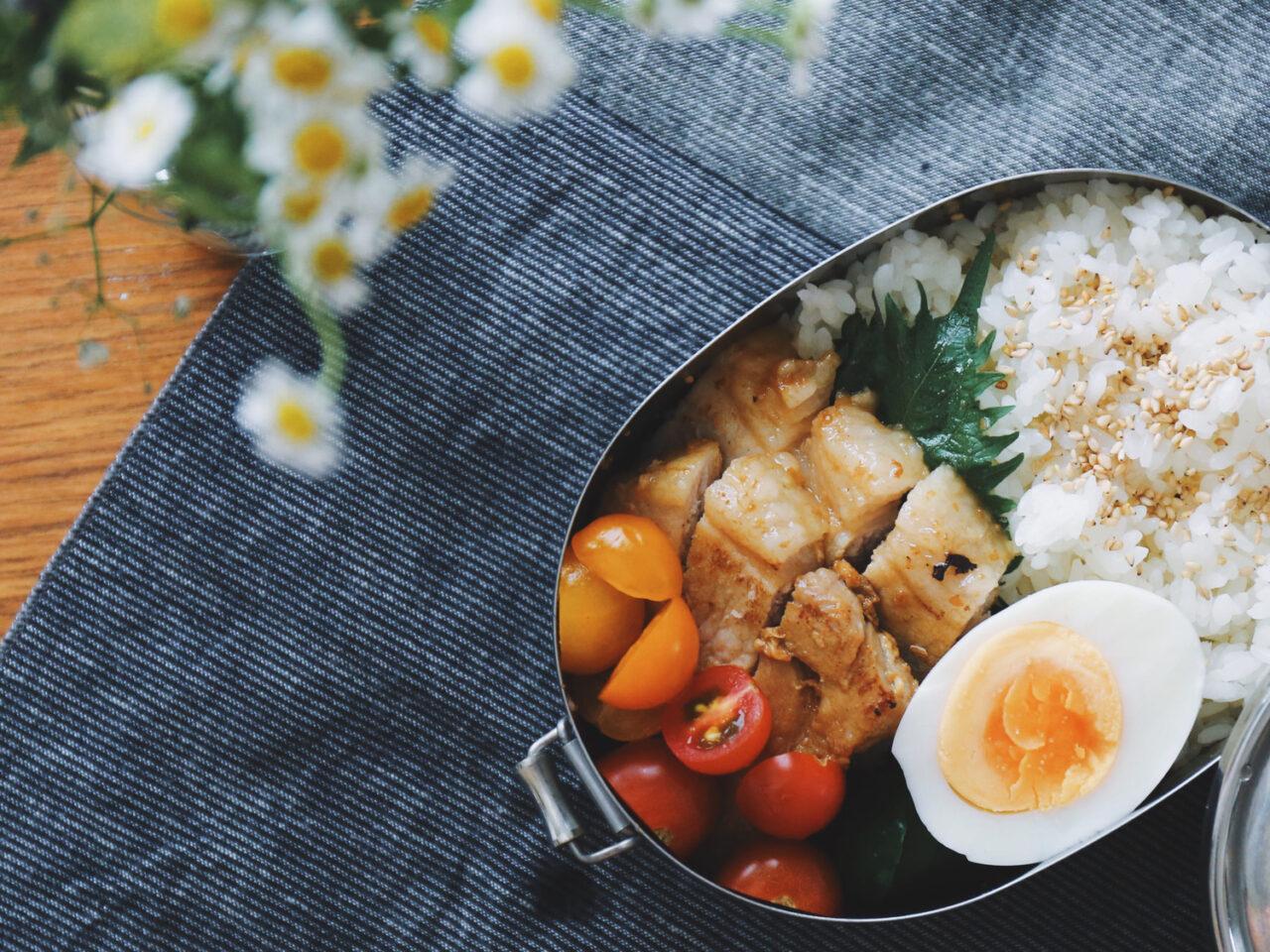 """美味しい&彩りが綺麗なお弁当が完成!忙しい朝にぴったりな""""冷凍作り置きおかず """""""
