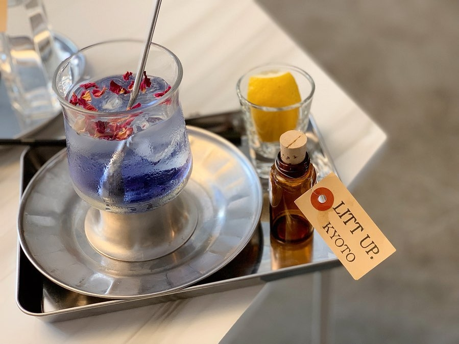 100円で買える青いお茶?魔法のようなバタフライピーの透明ブルーにうっとりして♡