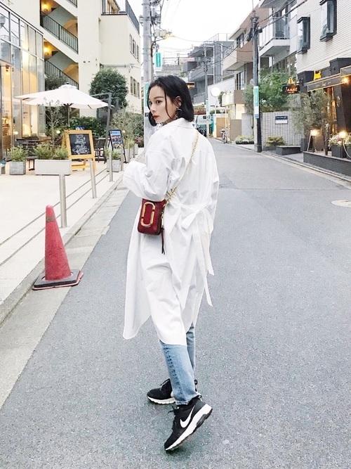 私たち、シンプルに恋してる!お洒落ガールから学ぶ白シャツの着こなし方