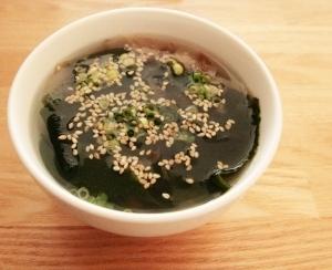 簡単!!ごまとわかめの塩麹スープ