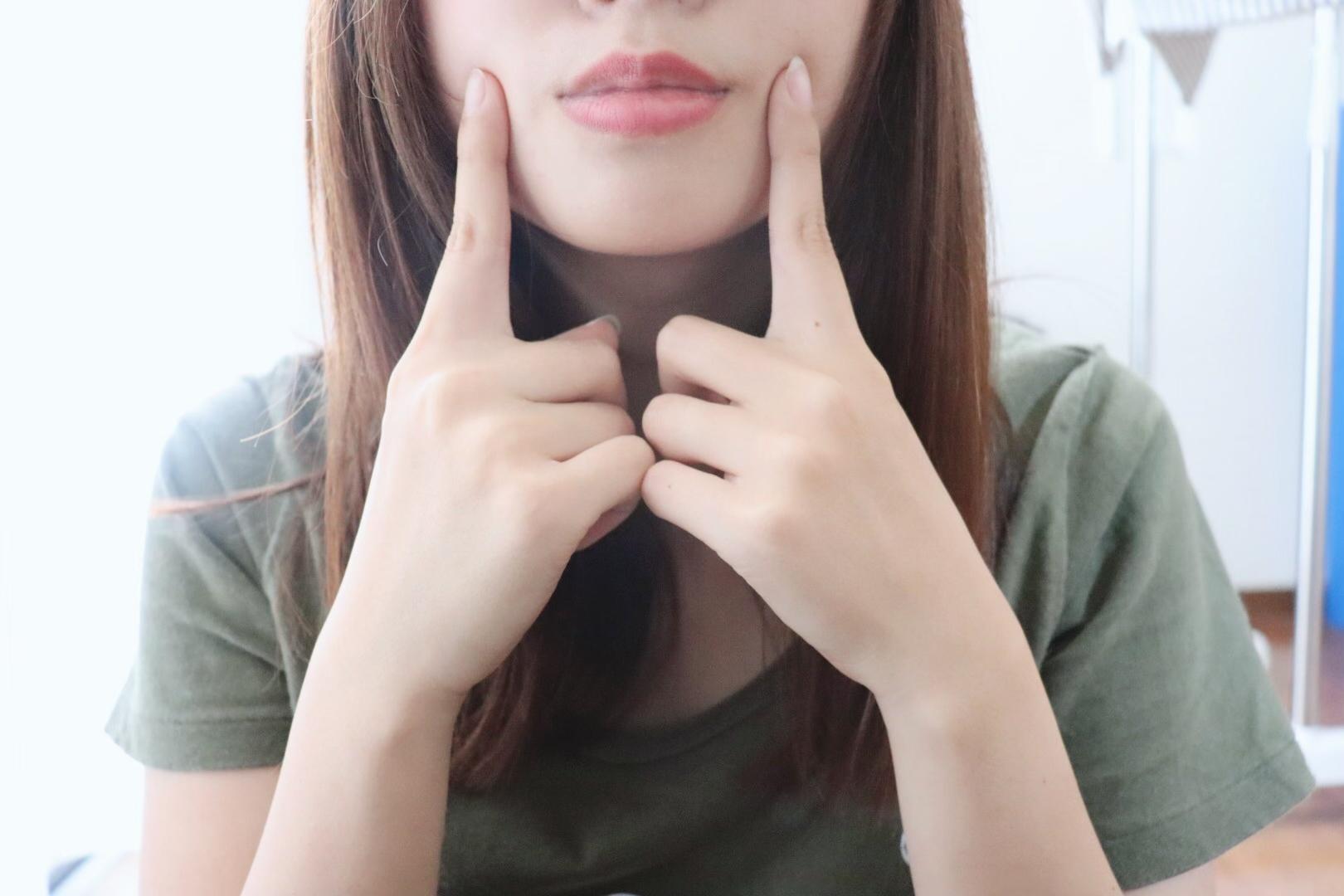 頬の筋肉をトレーニング