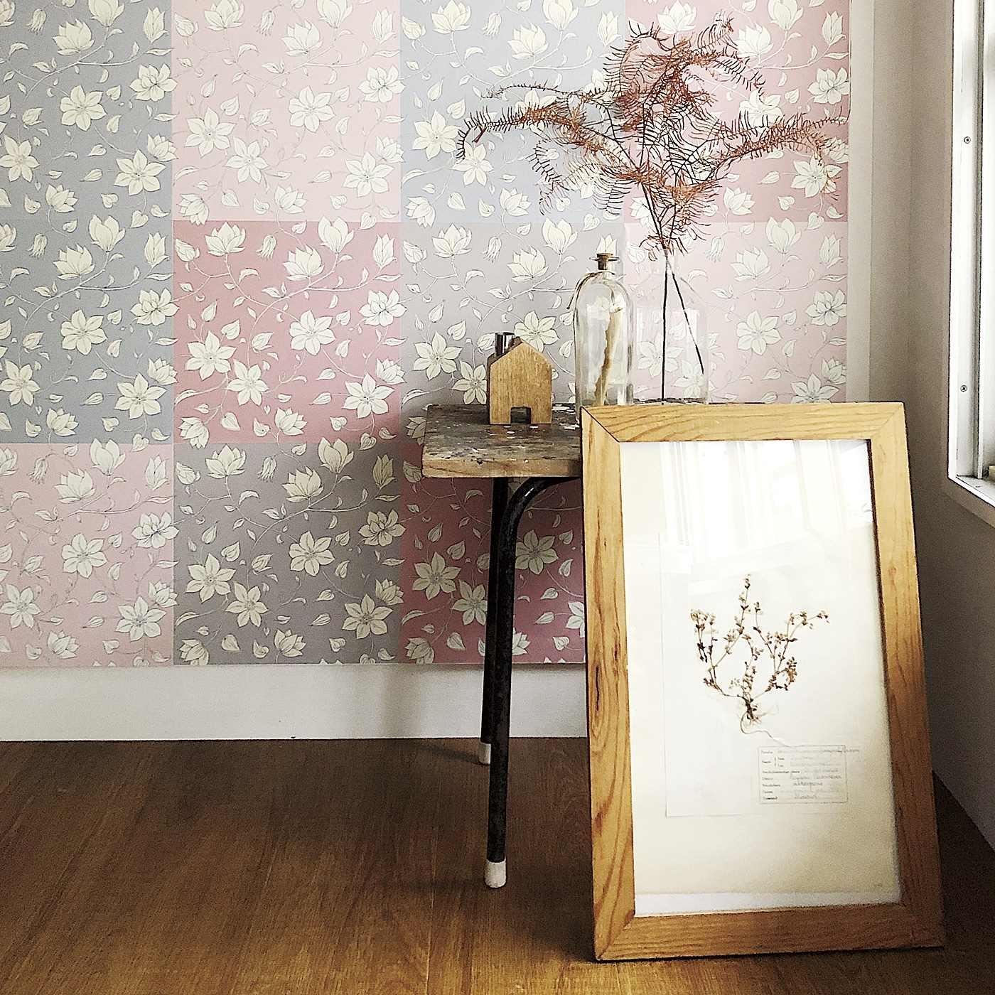 華やかな壁紙シールで部屋を明るく