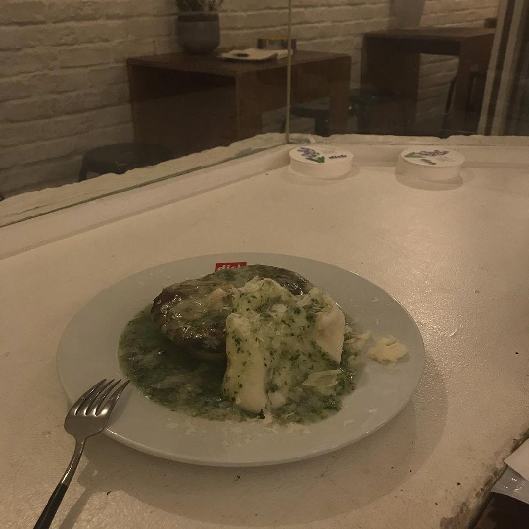 (1)シンプルで可愛いお皿の『dish』