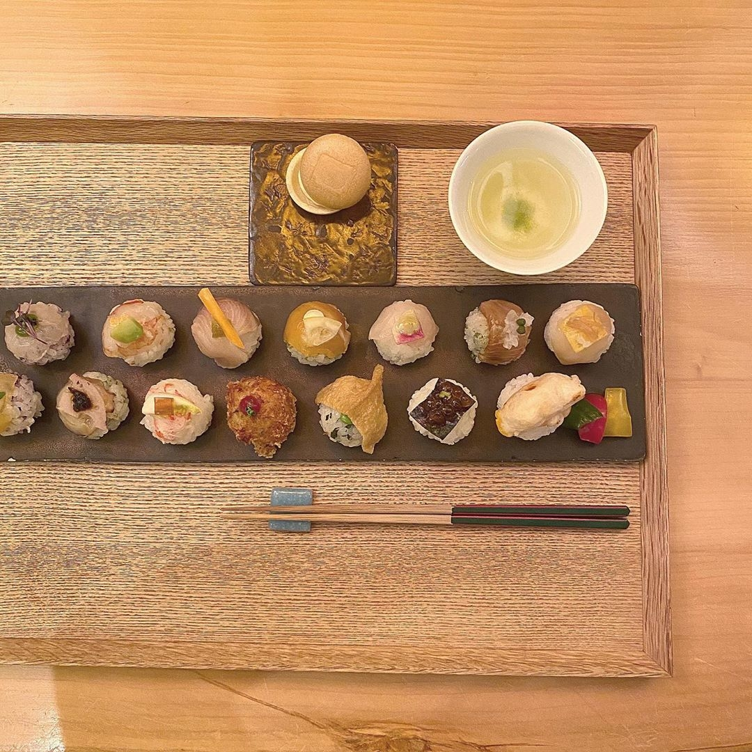 □手鞠鮨と日本茶 宗田