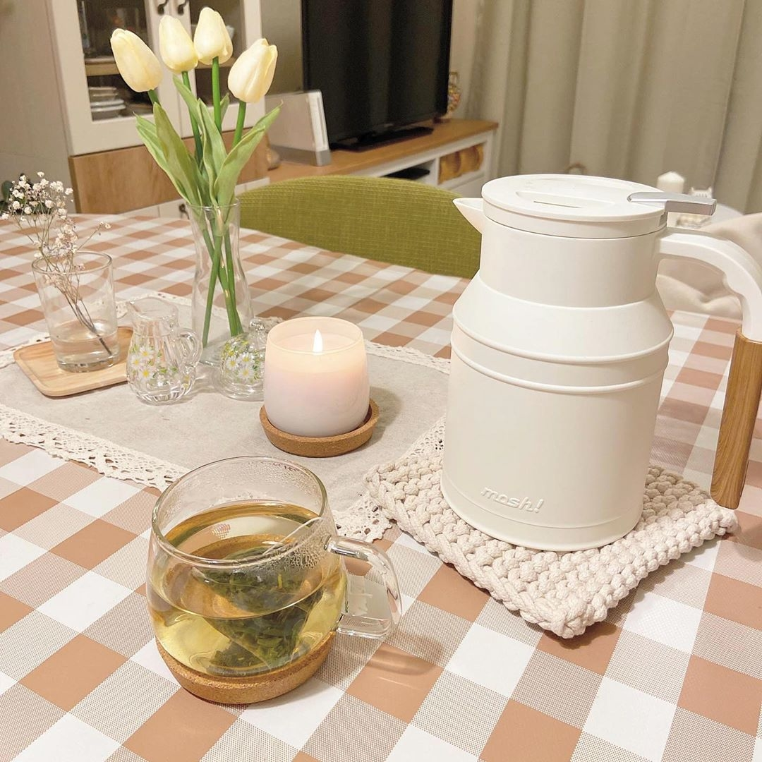 テーブルクロスを敷いて、華やかな空間に