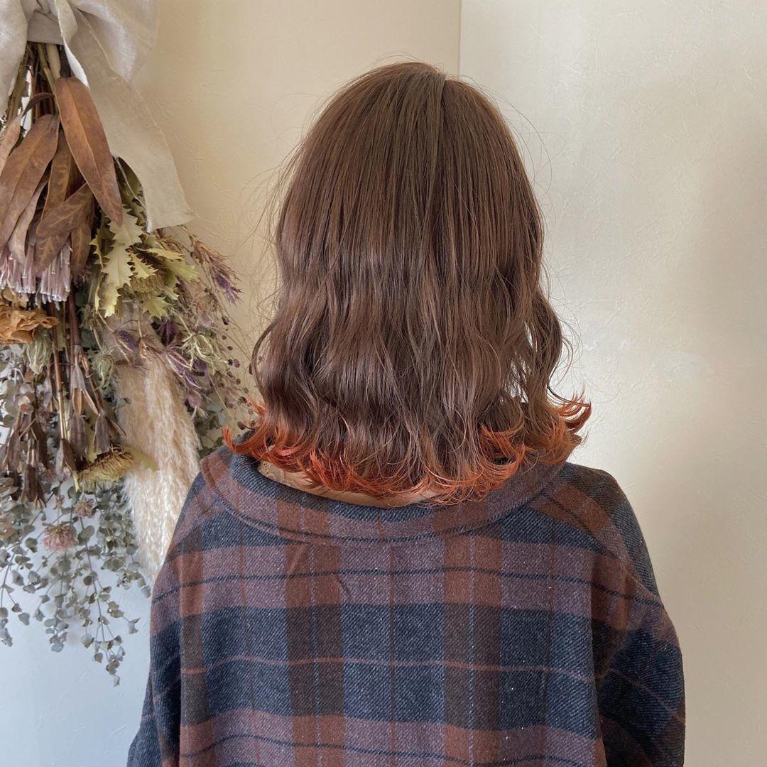 裾カラー:毛先の色だけを変えて、遊び心を