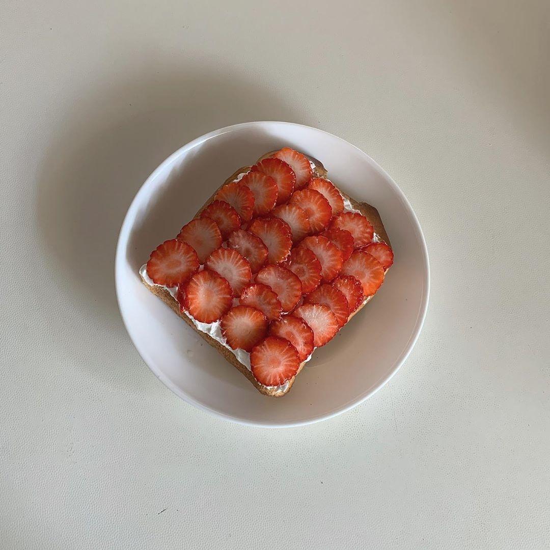 イチゴをのせて写真映えも♡