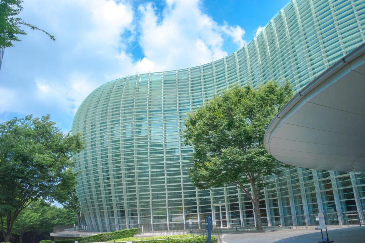 """青空に映える曲線美、本日もごちそうさまです。建物フェチが往く全国""""建造物""""探訪"""