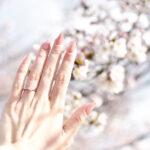 春に結婚式を行う花嫁さんへ。ほんのり季節感を感じるブライダルネイルを紹介