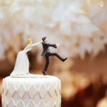 ロウソクだと普通じゃない?CAKEの上にはケーキトッパーを飾るのが今ドキ