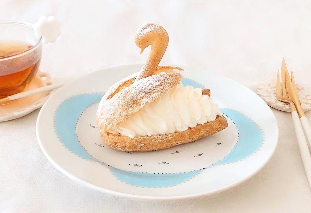お皿の上の白鳥さんにきゅん。魅力的な「スワンシュー」に出合えるカフェ&喫茶店巡り