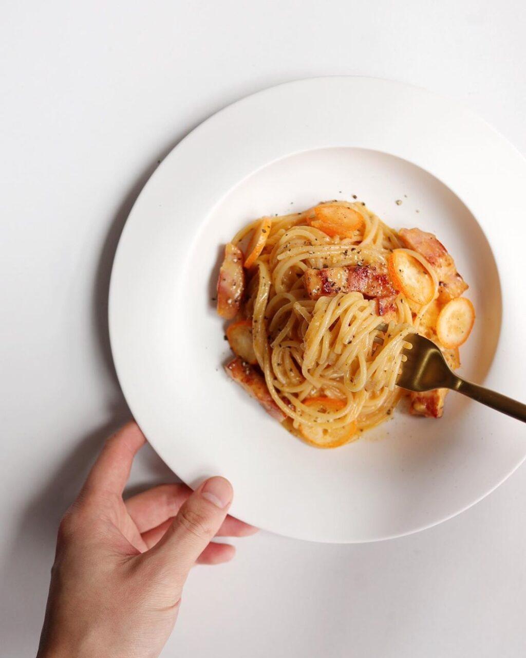 お家でカフェ気分が味わえる♡本格的なのに簡単なトマト・クリームパスタレシピ