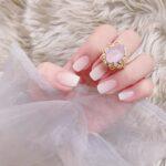 ミルキーでまろやかな味を爪で楽しむ。あえての'不透明'が可愛い乳白色ネイル11選
