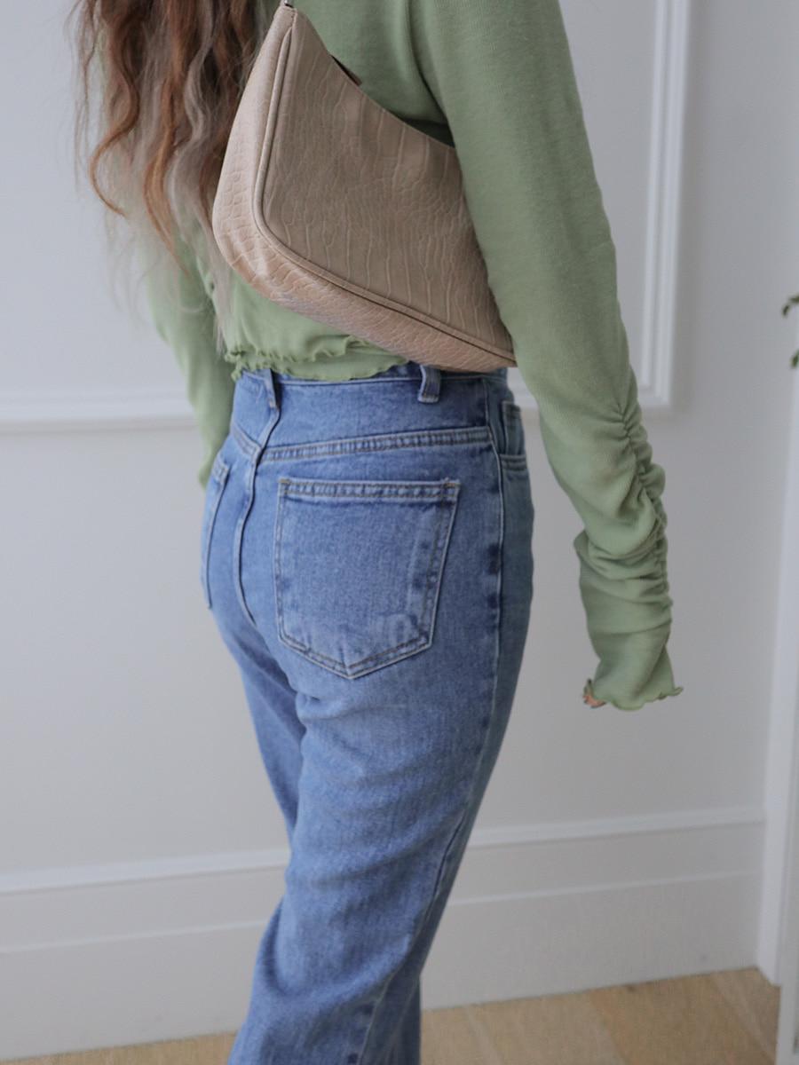 タイトなパンツやスカートが似合う美尻に