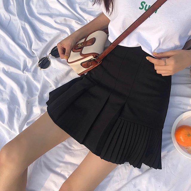 02|脚を覗かせるミニスカート・短パン