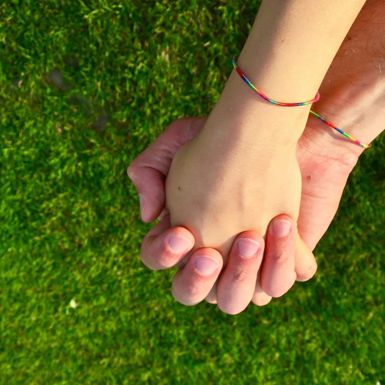 女の子から手を繋いでしまうのも全然あり!