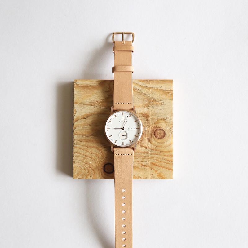 時間を気にしていると見える腕時計の着用はNG