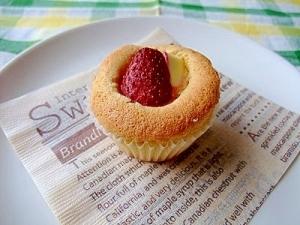 いちごとクリームチーズのカップケーキ