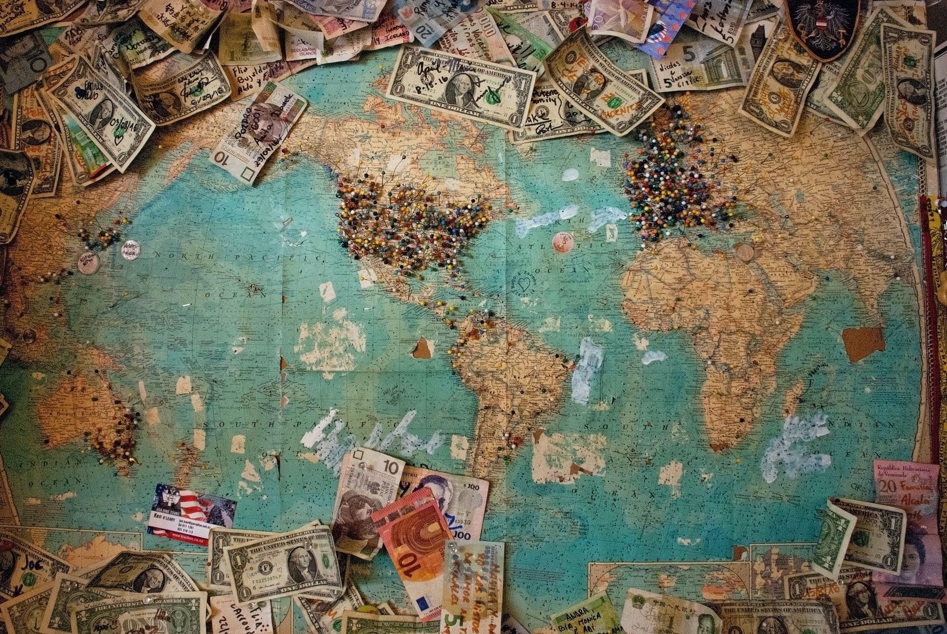 世界地図片手に、世界遺産や観光地調べ
