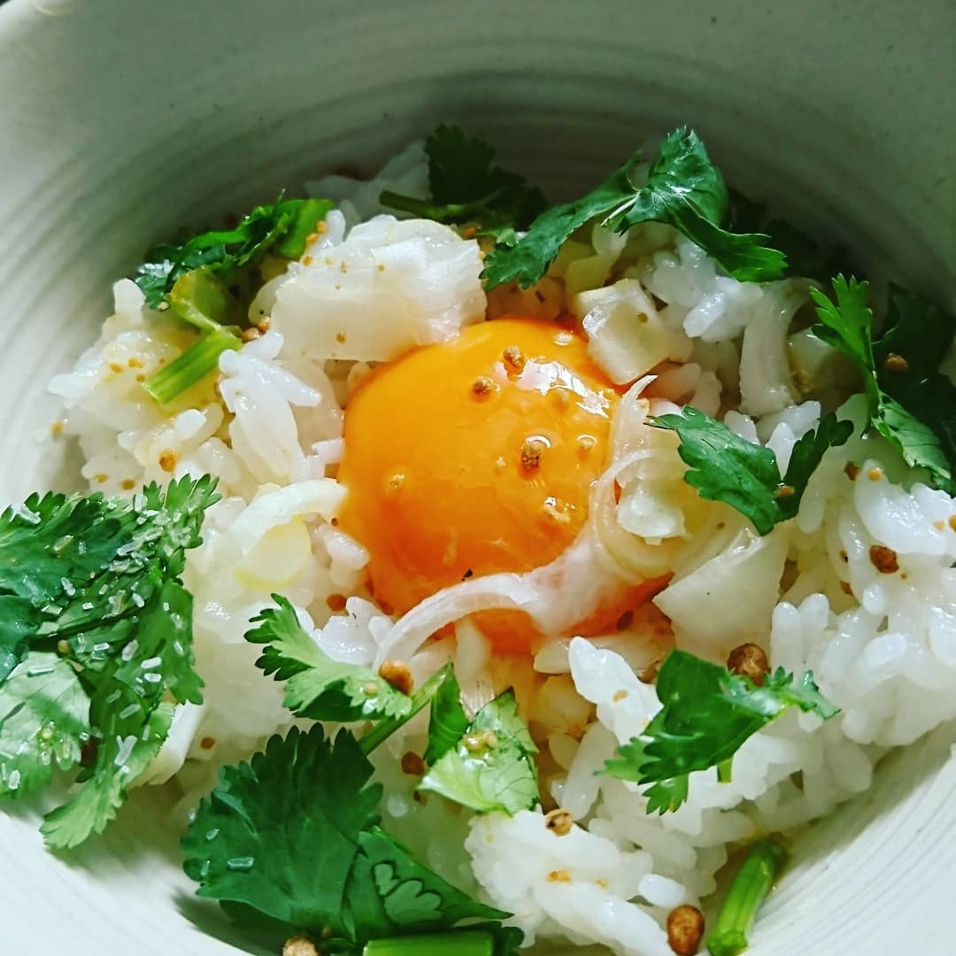 ⑦【アジアン】:パクチー×卵かけご飯