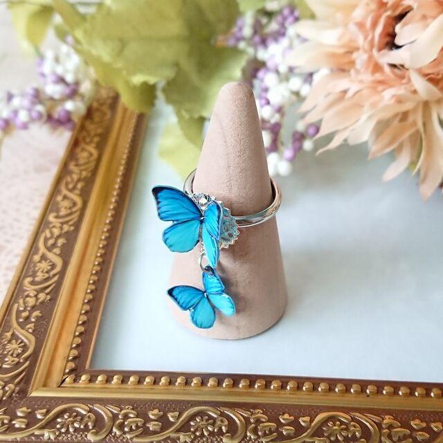 羽ばたく蝶々のリング