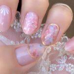 ぽかぽか暖かい季節にぴったりのピンクネイルを。心踊る柔らかいカラーに癒やされて