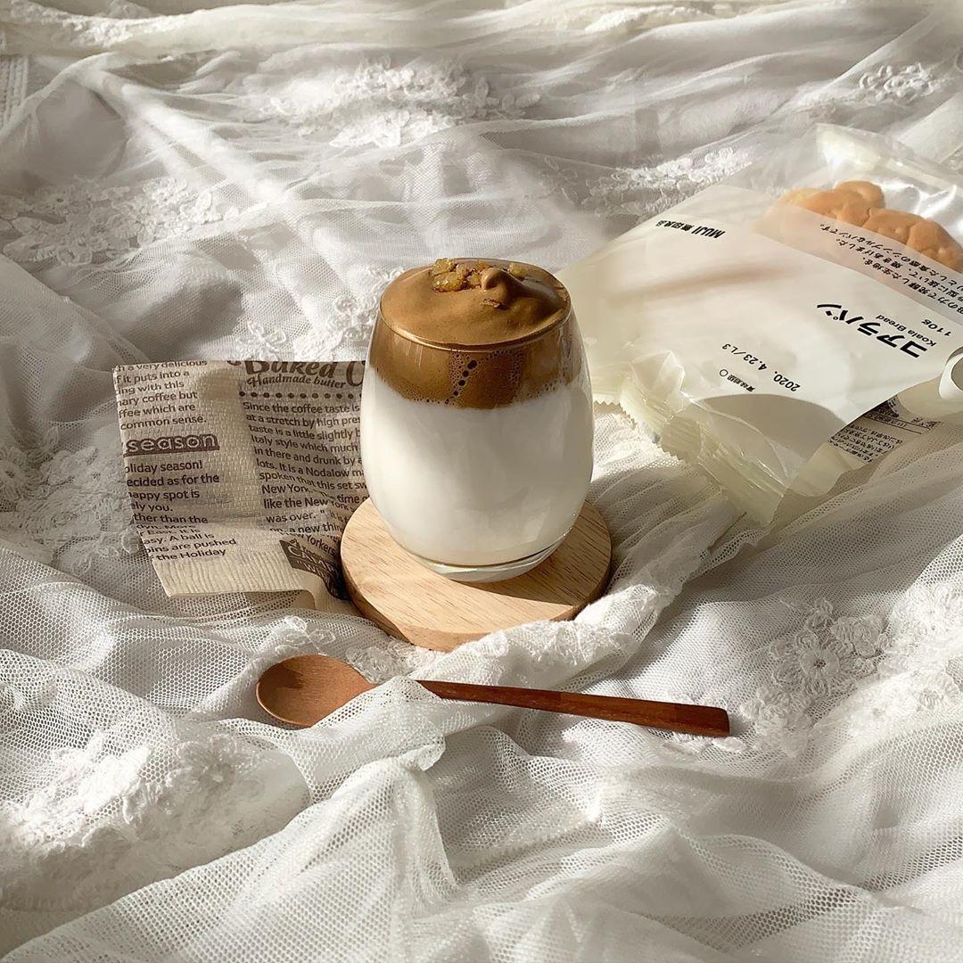 """韓国で話題の""""タルゴナコーヒー""""。400回混ぜてお家で作れる、ぷっくりドリンク"""