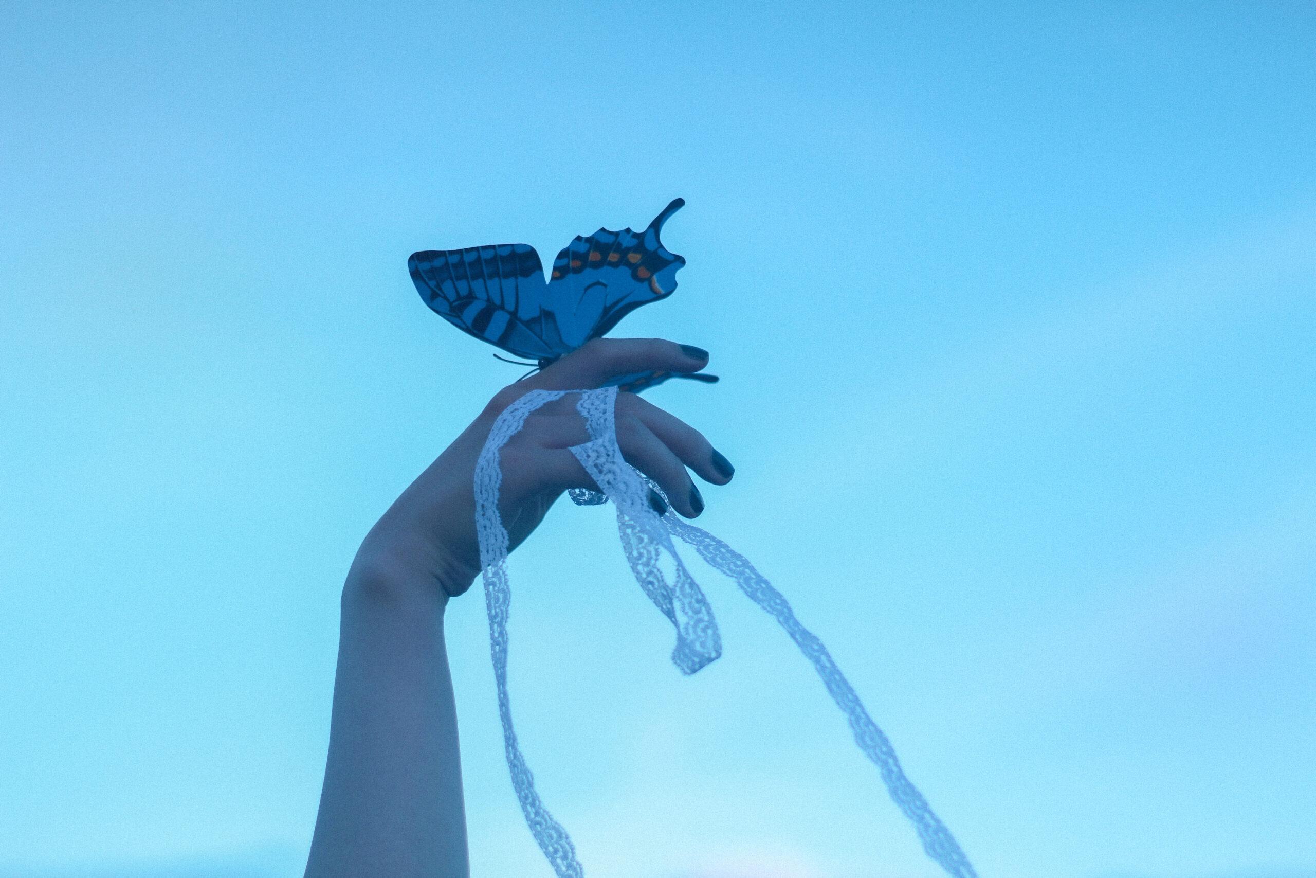 """美しく妖艶な""""蝶""""を身にまといたい♡"""