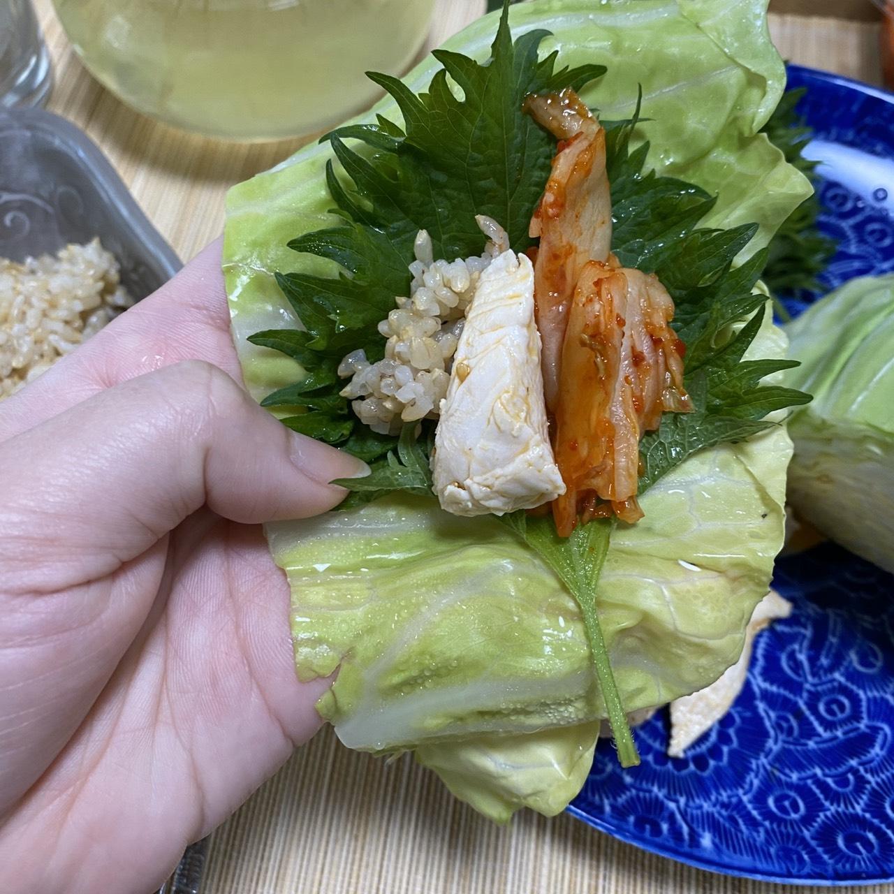②鶏むね肉のキャベツ包みご飯