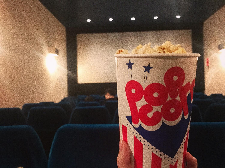 映画館で好きな映画を鑑賞