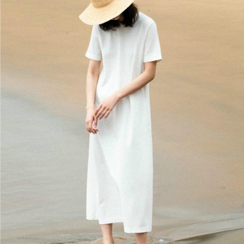 白を着こなす、憧れの女性に