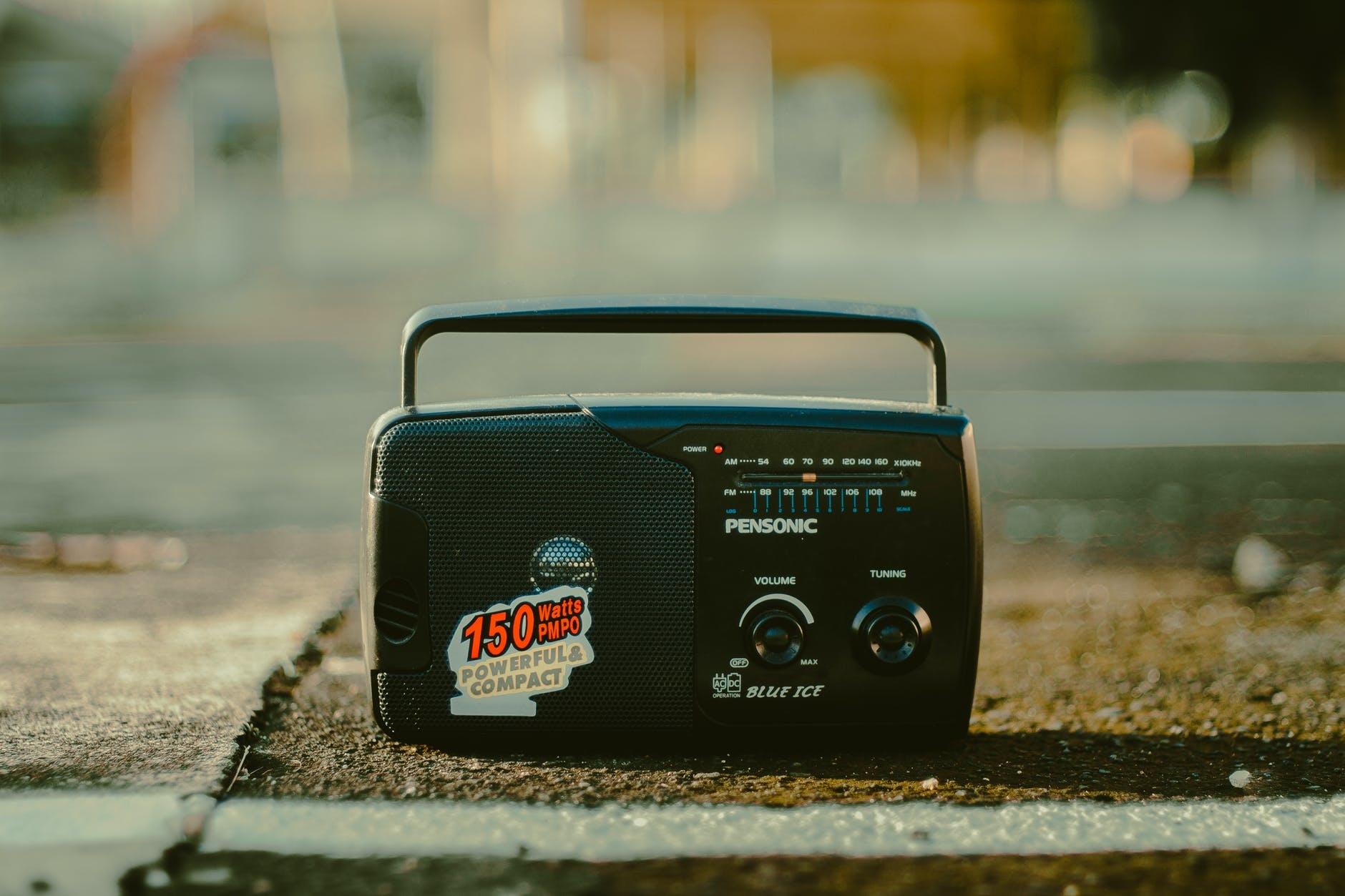ラジオを買って雰囲気を出しちゃう?