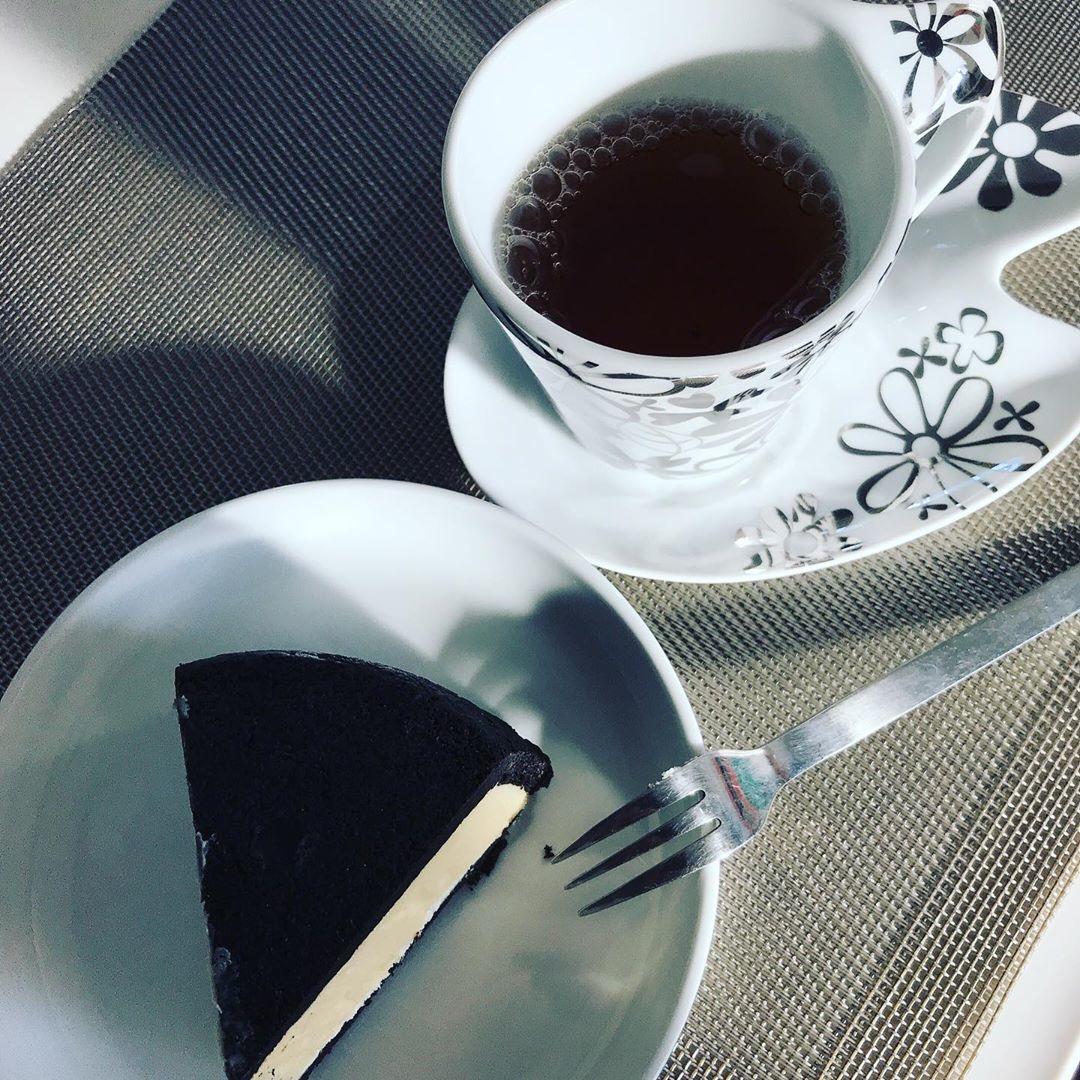 まっ黒チーズケーキ | La Famille