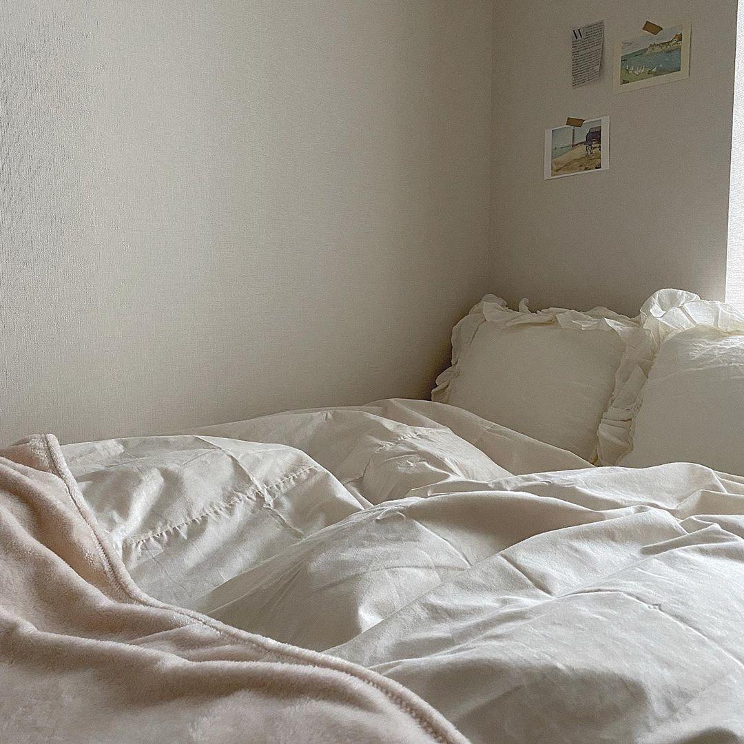 ベッド周りは白で統一するべし