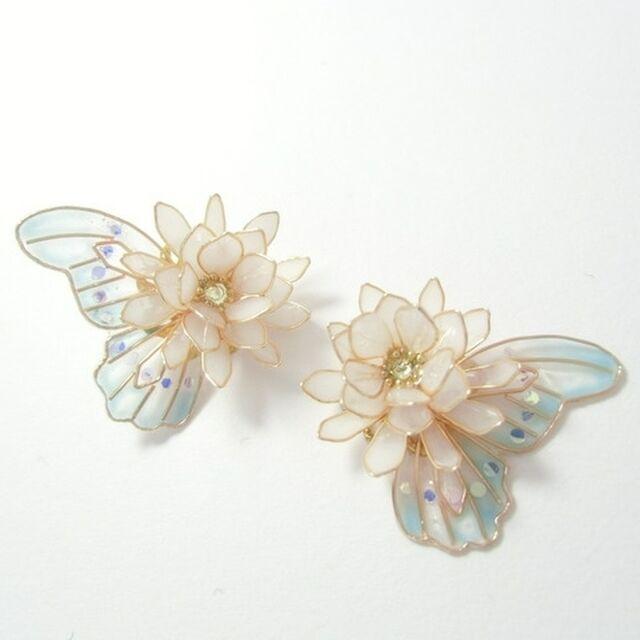 月下美人と水色蝶のピアス