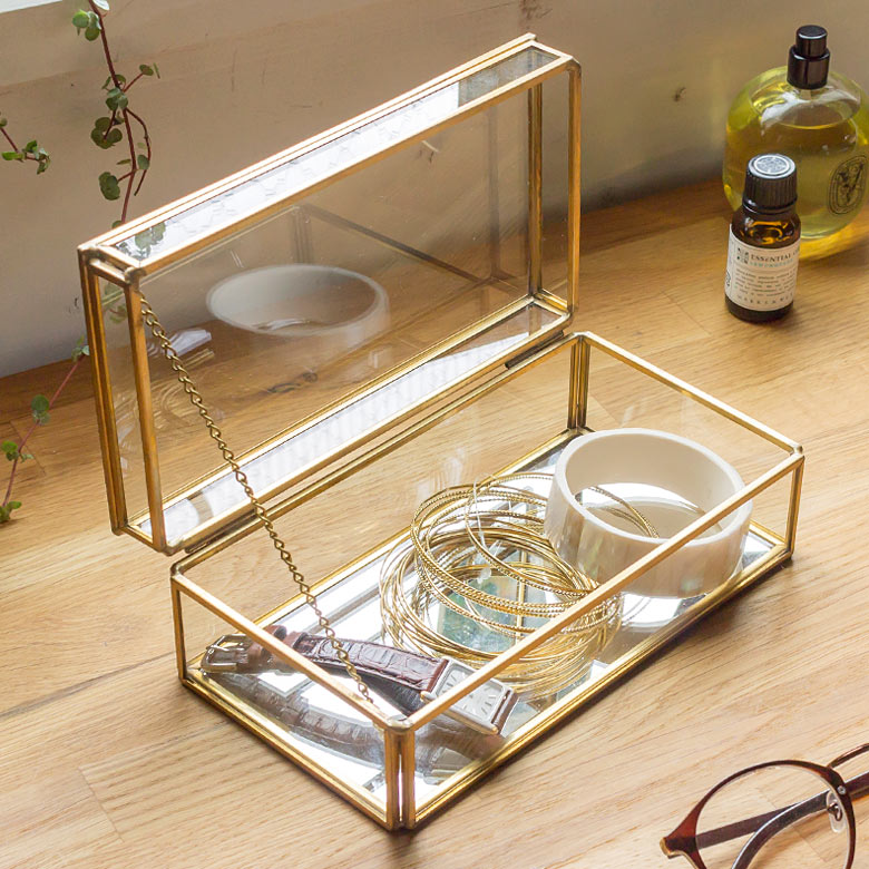 ガラスと真鍮でできたストッパー付き収納ケース