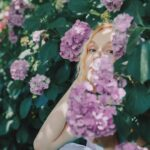 雨の日も可憐に美しく。鮮やかな紫陽花を纏って梅雨の季節をごきげん気分に