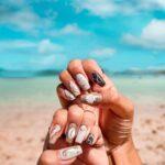 今から夏っぽさを感じたいの。貝殻ネイルで、一足先にビーチ気分を楽しんで♡