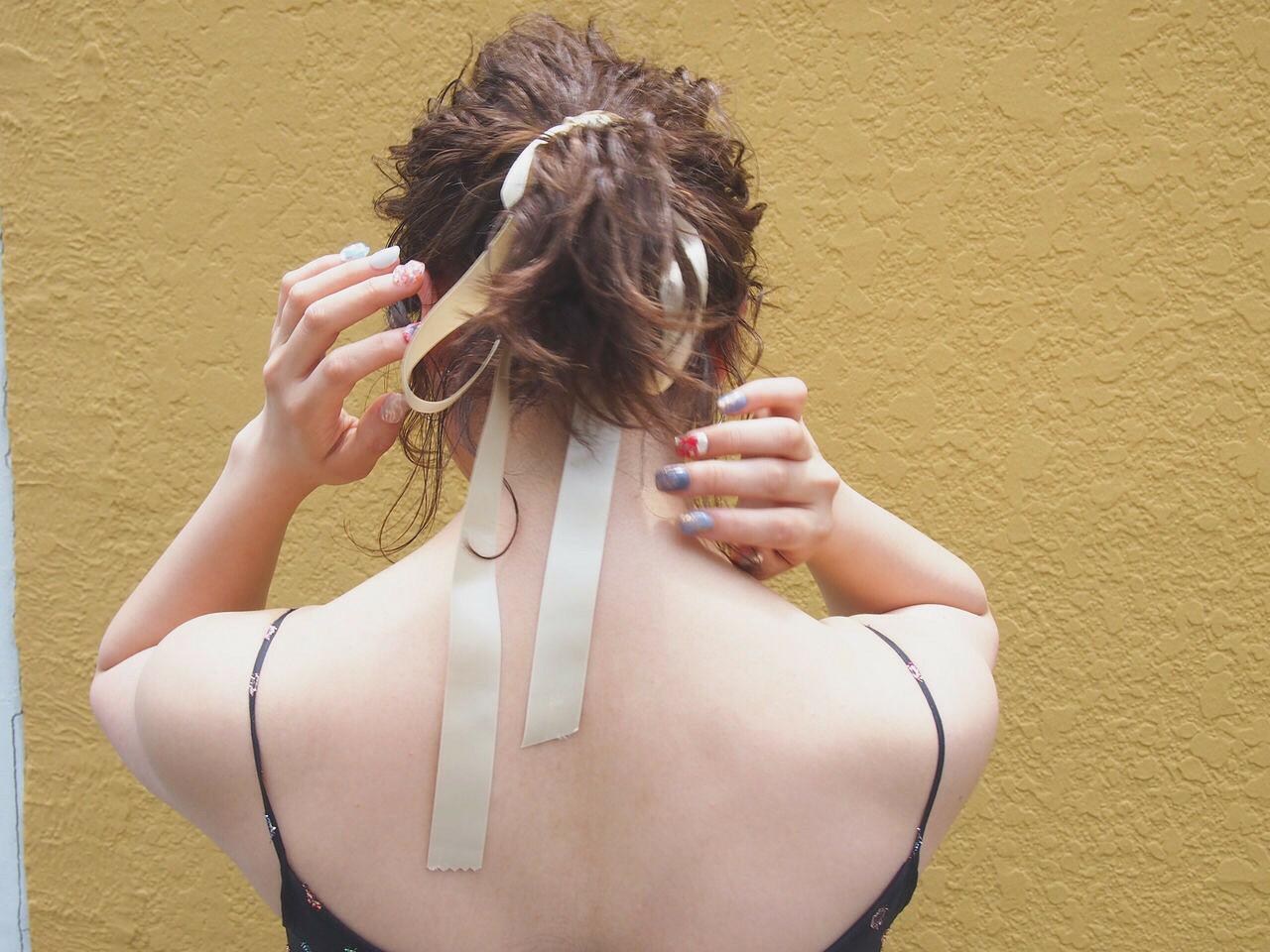 ボブのポニーテールは、難度高め。首の'後れ毛ポロポロ問題'を解決する4way