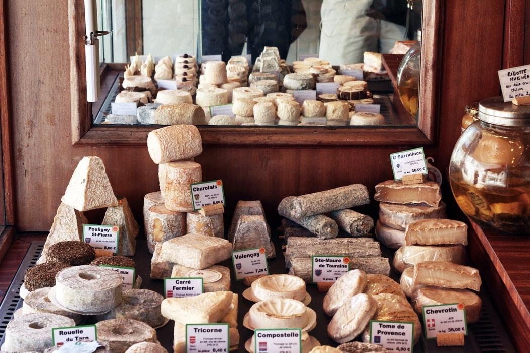 あなたの好みはどの種類?ケーキにしてもおいしい、奥深いチーズの世界を解説